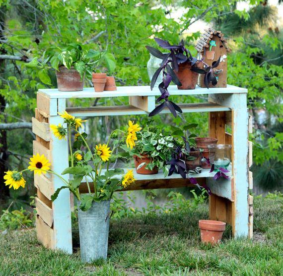 02-Bench-Gardening