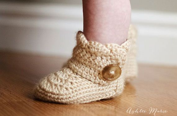 Crochet Wrap Around Button Baby Boots Pattern : Cute Crochet Baby Booties Ideas