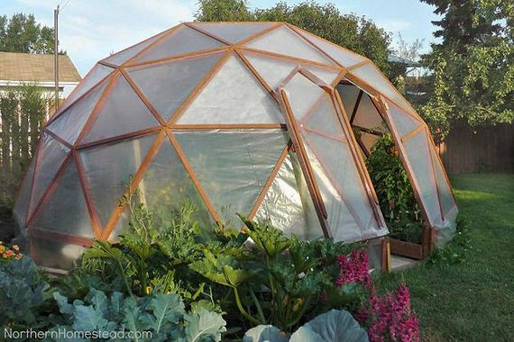 06-Great-DIY-Greenhouse-Projects