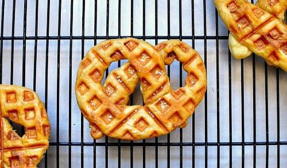 07-Things-You-Can-Cook-In-A-Waffle-Iron