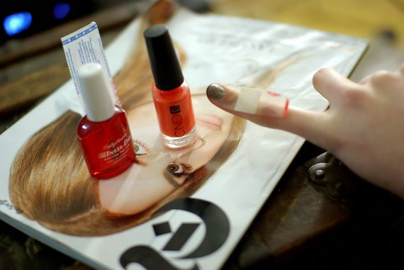 10-Water-Marble-Nails-With-Elmers-Glue