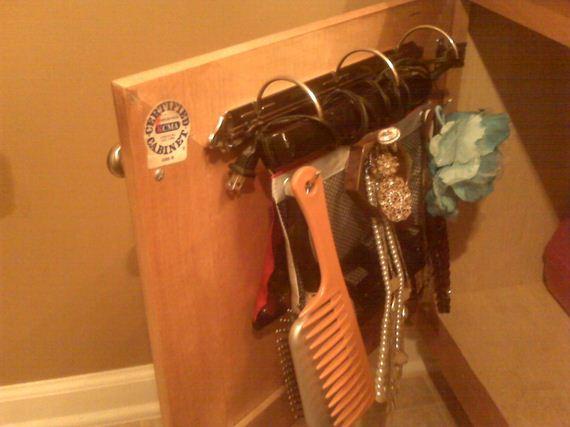 13-DIY-Bathroom-Towel-Storage