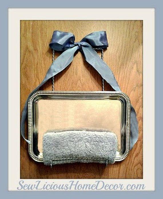 21-DIY-Bathroom-Towel-Storage