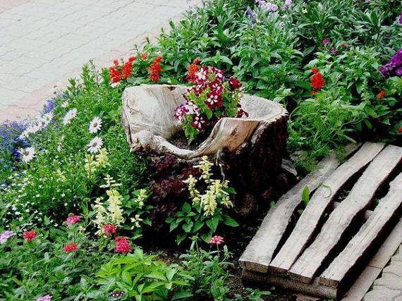 26-DIY-Tree-Stump-Garden