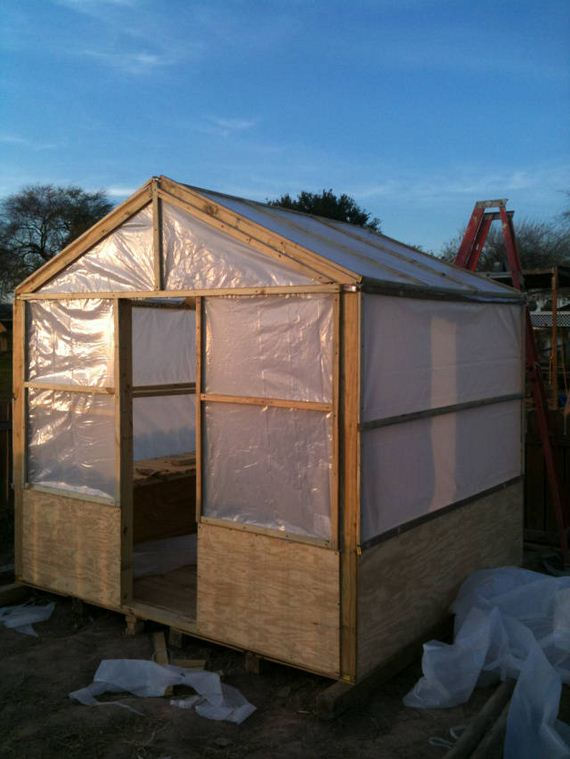 26-Great-DIY-Greenhouse-Projects