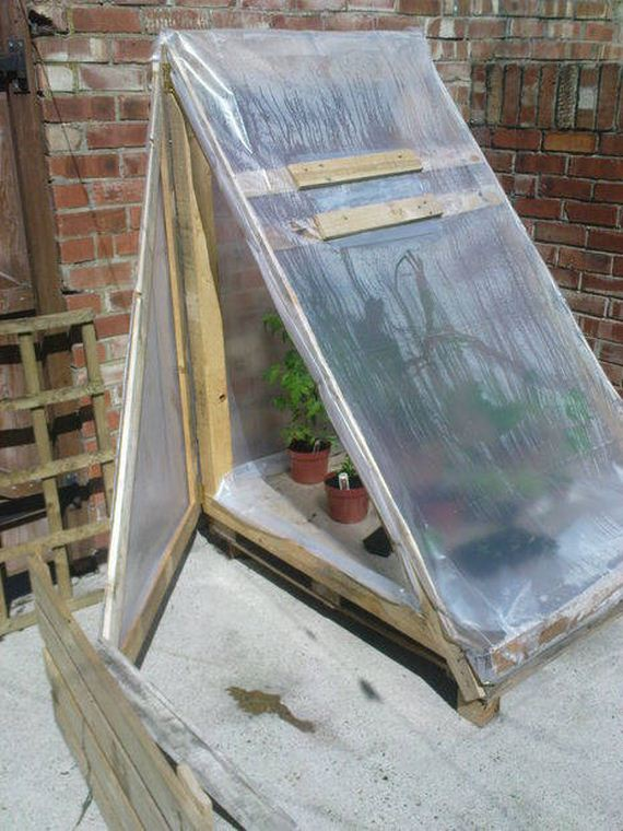30-Great-DIY-Greenhouse-Projects