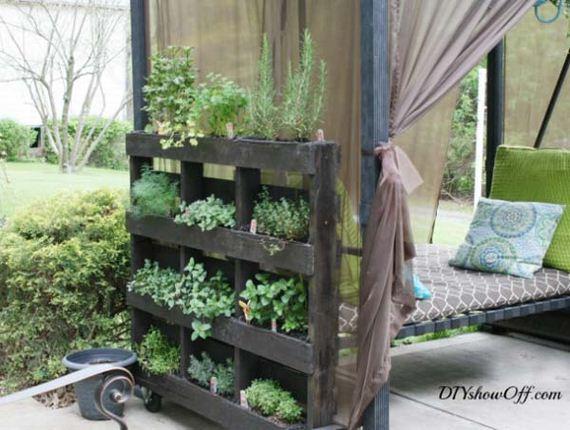 10-Outdoor-Pallet-Furniture-Designs