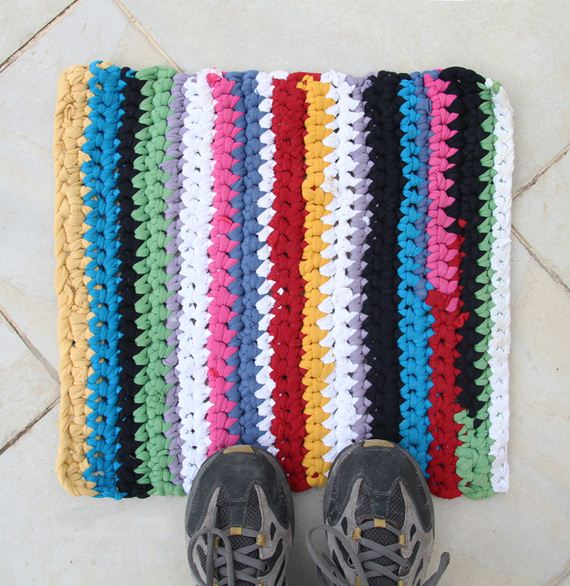02-Awesome-DIY-Rugs-to-Brighten-up-Your-Home