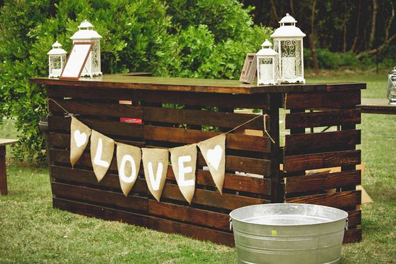diy bar.  Cool DIY Outside Bar Ideas