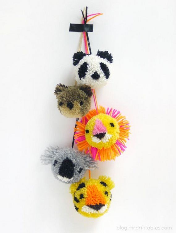 09-Pom-Pom-Decoration