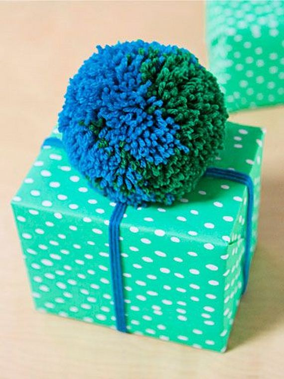 11-Pom-Pom-Decoration