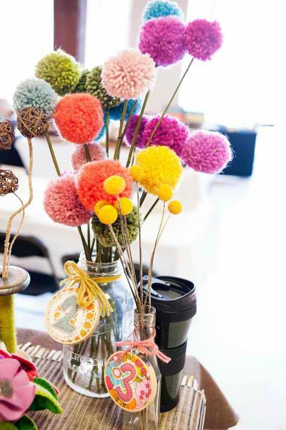 12-Pom-Pom-Decoration