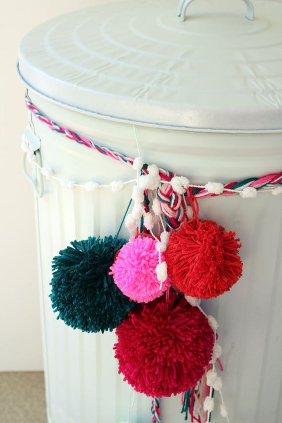 31-Pom-Pom-Decoration