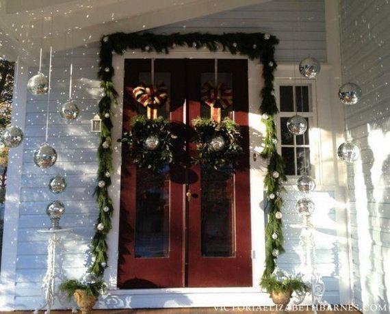 03-Front-Porch-Christmas-Decor