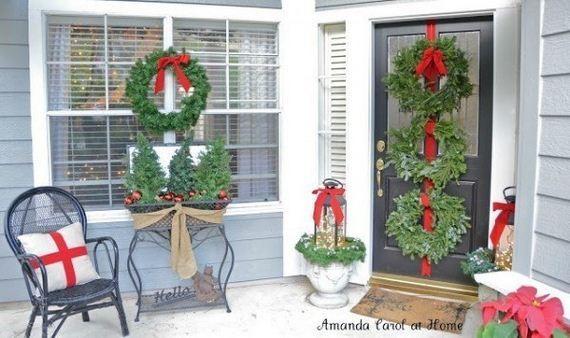 06-Front-Porch-Christmas-Decor