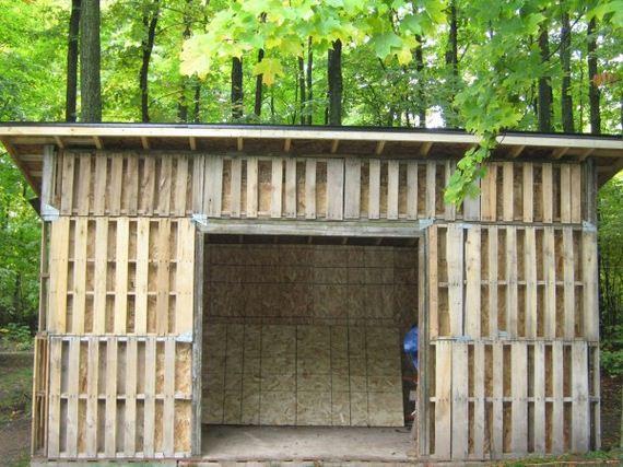 08-diy-pallet-shed