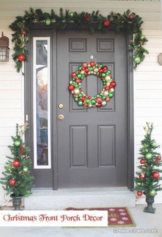08-Front-Porch-Christmas-Decor