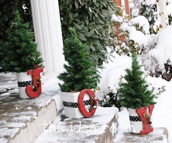 09-Front-Porch-Christmas-Decor