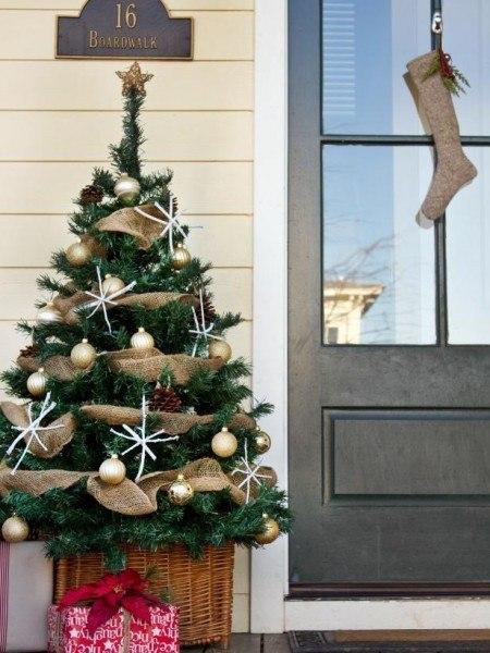 12-Front-Porch-Christmas-Decor