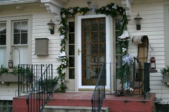 Awesome porch christmas decor ideas for Easy front porch christmas decorations