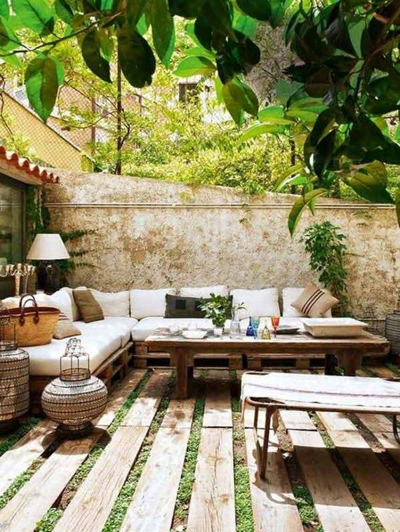 03-decorate-outdoor-space-with-wooden-tiles