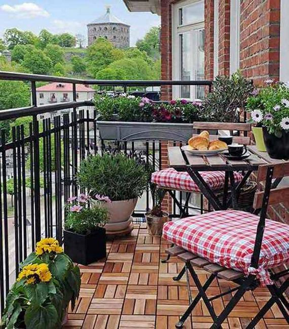 07-decorate-outdoor-space-with-wooden-tiles