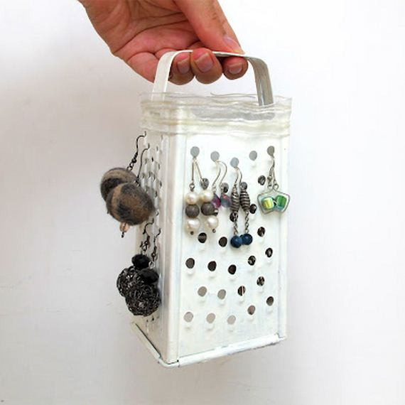 26-Ideas-to-Make-DIY-Jewelry-Holder