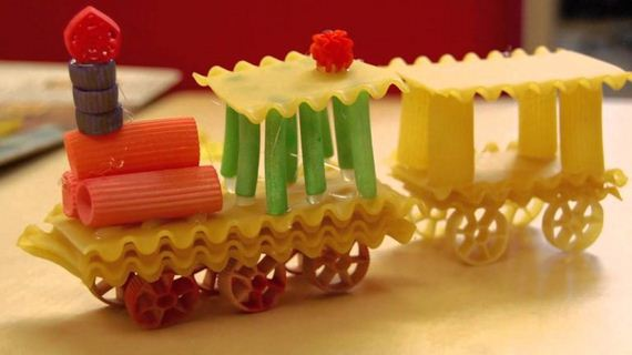 04-fun-crafts-made-dried-pasta