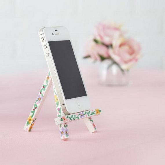 27-diy-iphone-stand