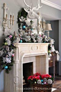 01-christmas-mantel-decorating-ideas