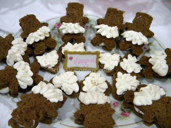08-bear-snack