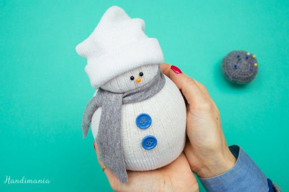 Awesome Sock Snowmen Tutorial