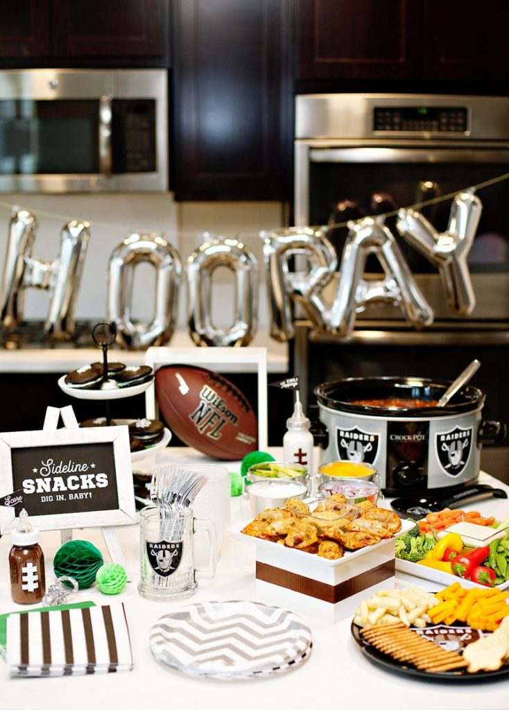Whatu0027s One Of The Major Things That Everyone Looks Forward To Come Autumn?  Football Season! And You Can Style An Entire Baby Shower Celebration Around  The ...