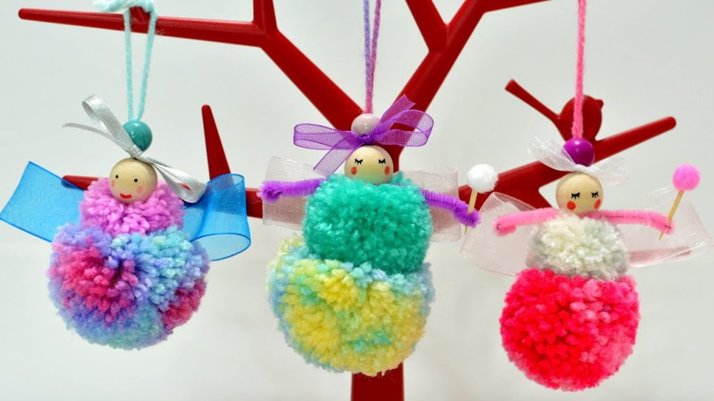 Amazing DIY Projects Made With Pom Poms