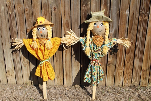 Cool DIY Scarecrows