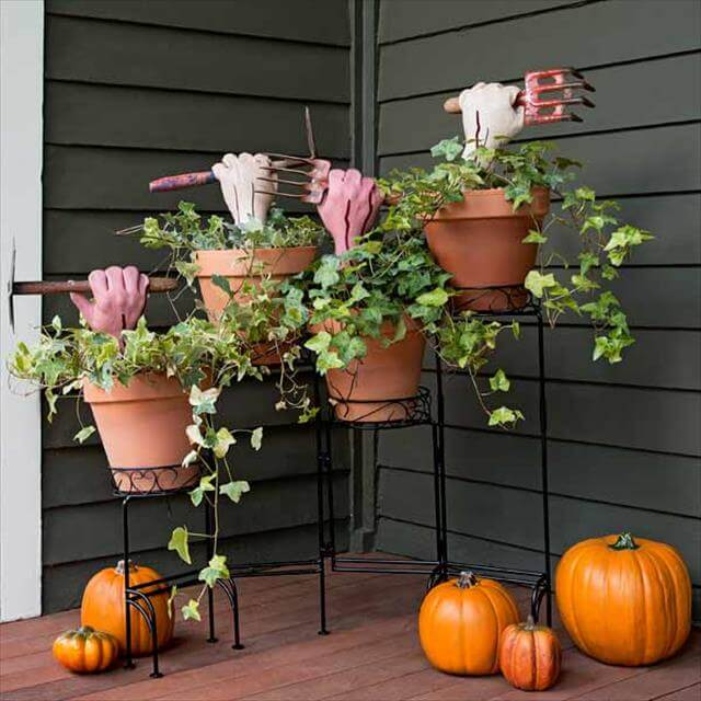 Awesome DIY Spooky Decoration For Halloween