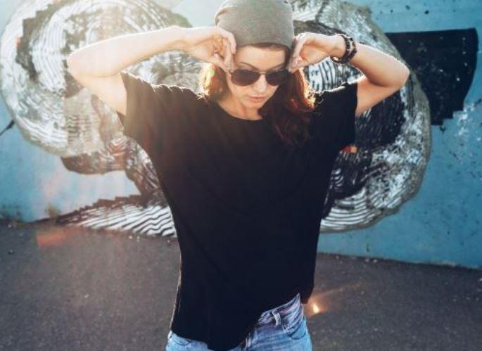 T-Shirt Outfits: 5 Ways to Dress Up A T-Shirt