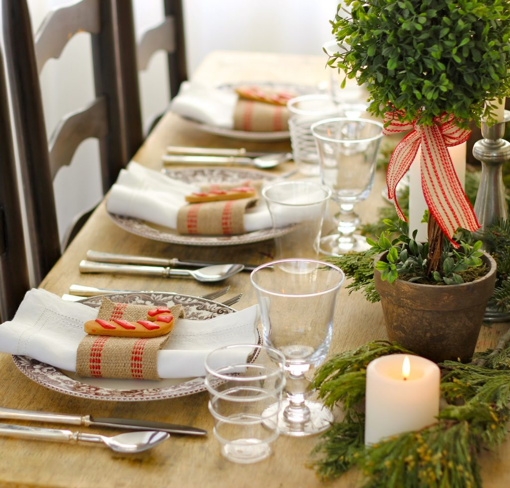 Amazing DIY Holiday Centerpieces And Table Settings