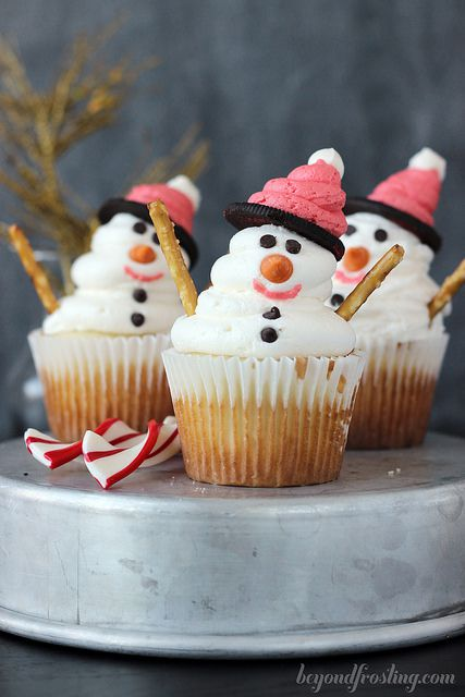 Awesome Holiday Themed Cupcakes