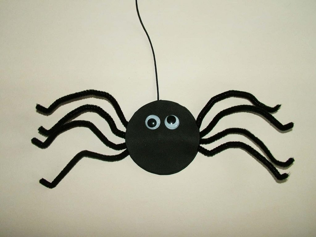 12 Spooky Spider DIY Crafts