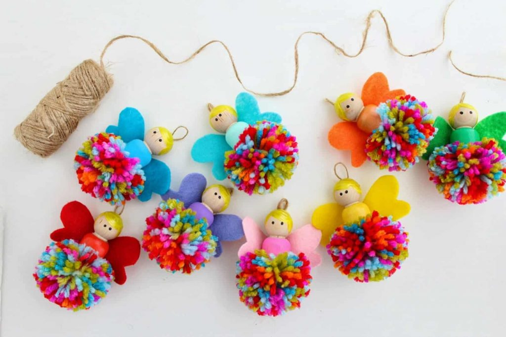 12 Amazing Winter Projects Made With Pom Poms