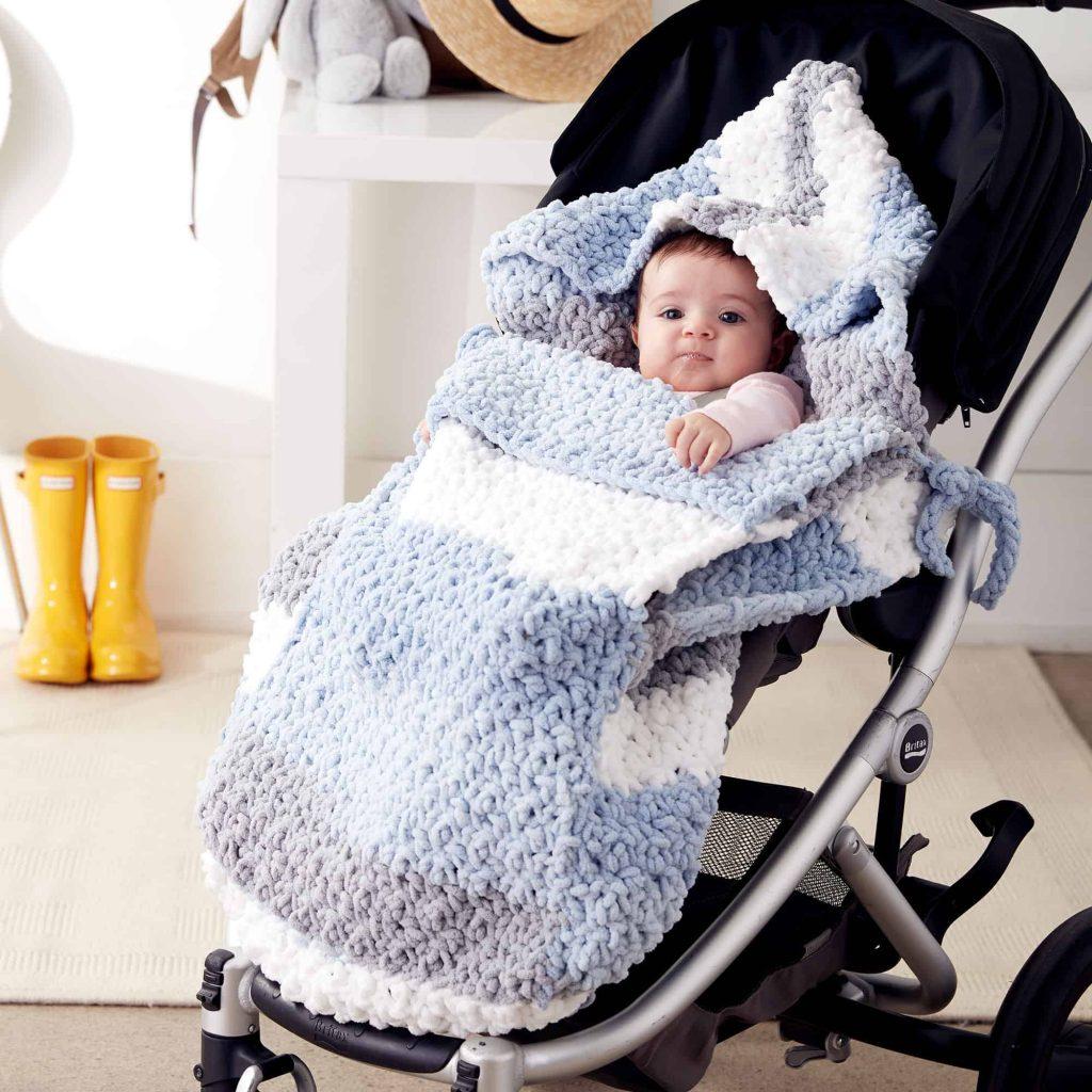 14 Amazing DIY Winter Pram And Stroller Blankets
