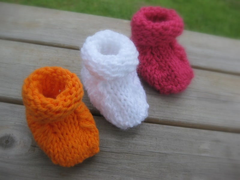 12 Adorable Knitted Baby Booties Patterns