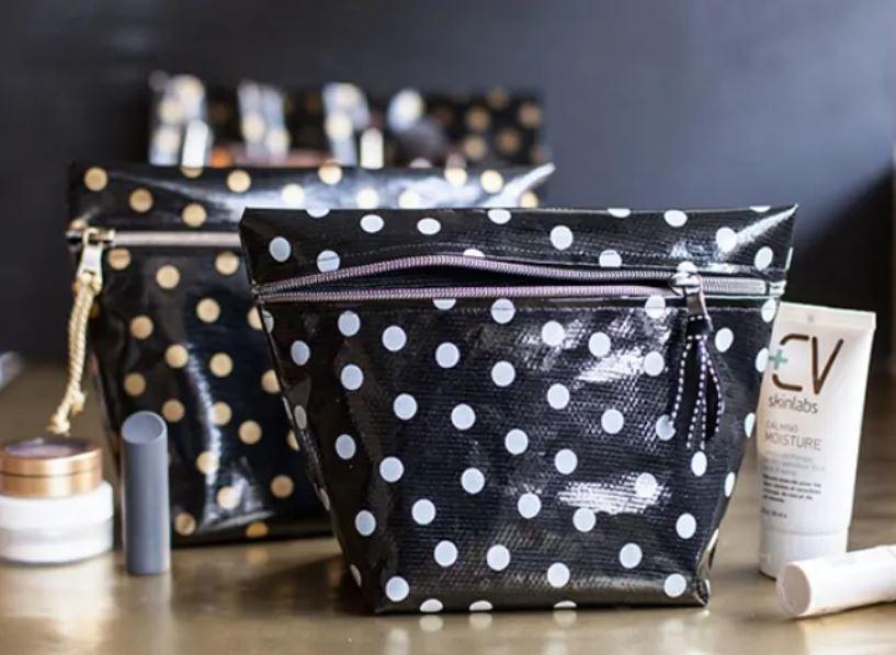 15 Stylish DIY Makeup Bags