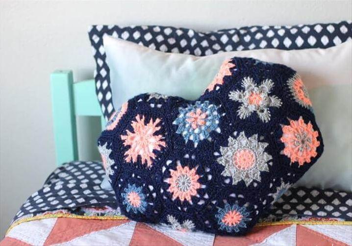20 Amazing DIY Crochet Pillow Designs